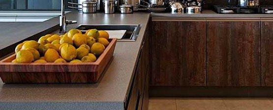 Laminate vs. Solid Wood Worktops